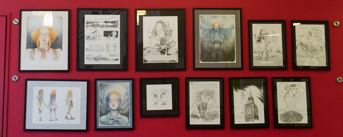 Red wall featuring the works of illustrator François Amoretti, from Scotland to New York via Russia