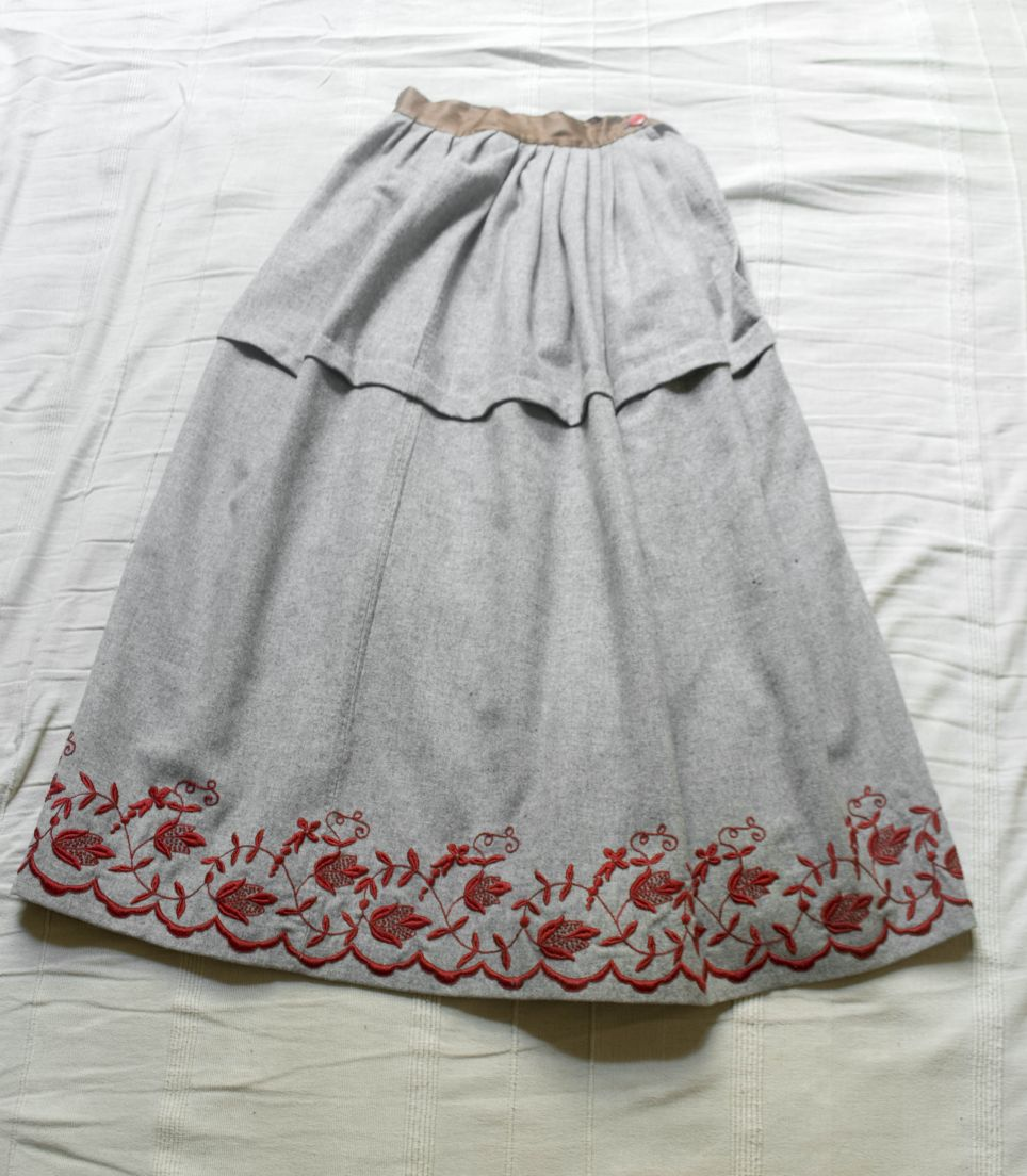 Wildfellhall — 1910s embroidered wool skirt — Grey and red