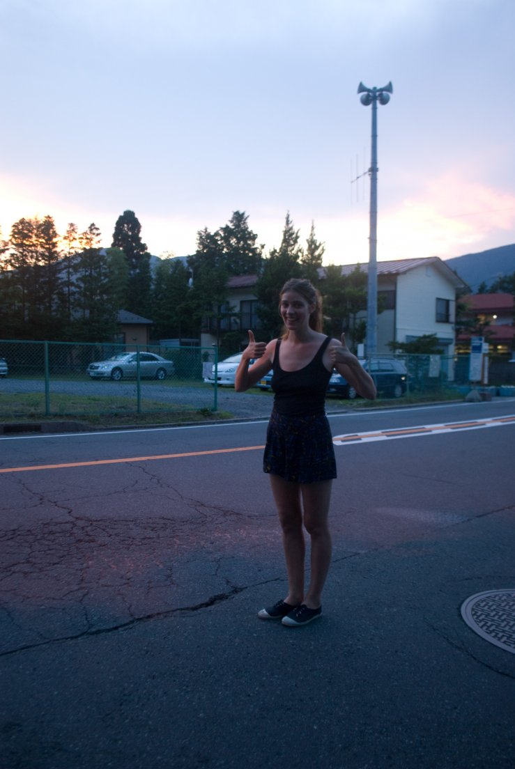 A girl poses in a japanese street of a village in the evening, Hakone #018, 09 août 2011