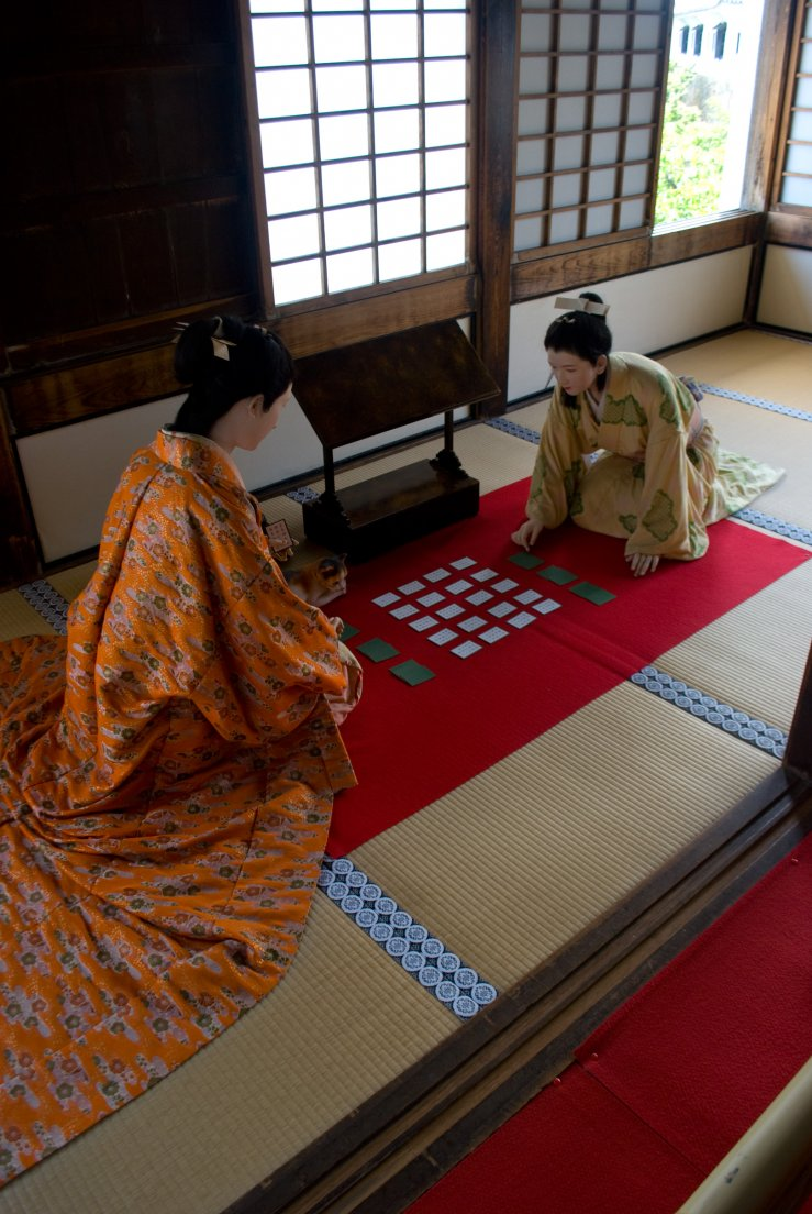 Wax figures dressed in traditional japanese costumes playing a game of cards, Himeji Castle #008, 08 août 2011
