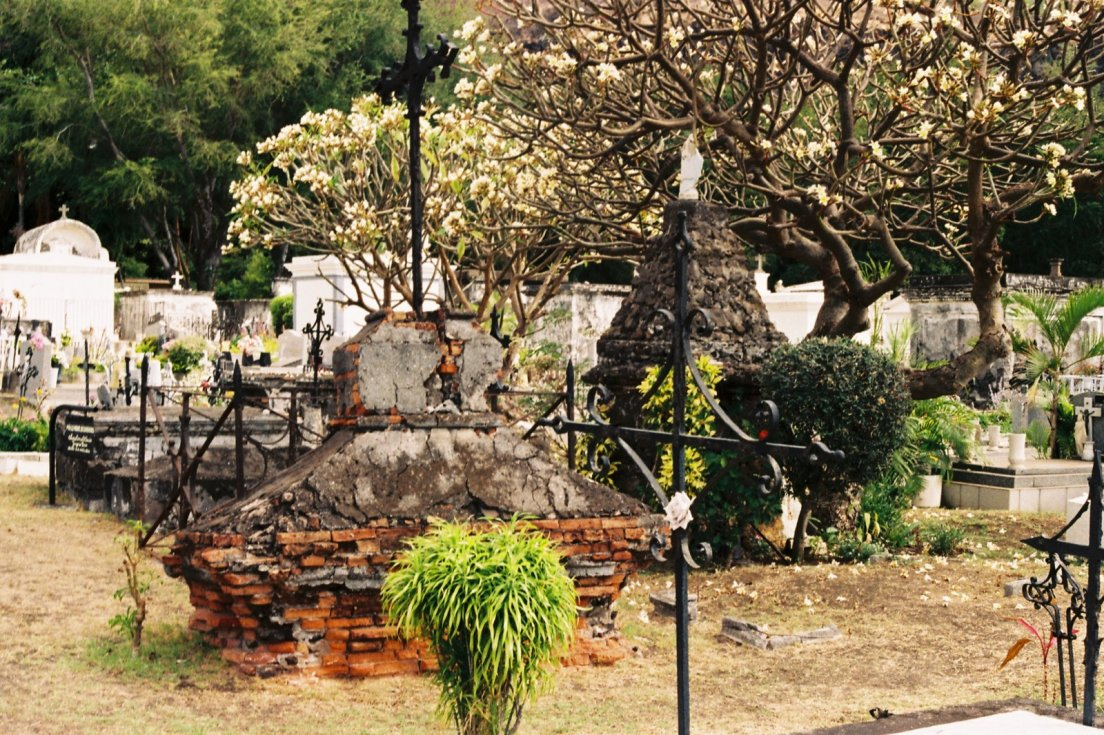 Eons-old tombs in the marine cemetary, Cimetière marin, Reunion Island with Canon AV-1 #020, 17 october 2016