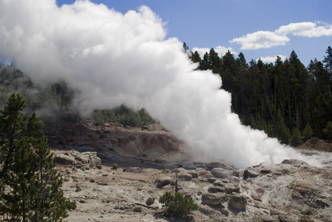 Steamboat Geyser pouring steam after the erruption of the 31th of july 2013