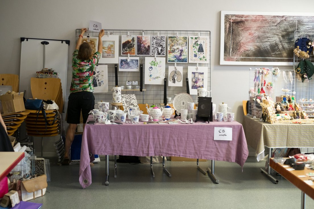 Setting up the booth for Le Hibou Philosophe, messalyn and the guest appearance of Anne-Rebecca Willing, with porcelains, illustrations and books at the Modern Doll Fest lolita convention in Nancy
